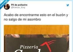 Enlace a Oye, pinta que aquí tienen unas pizzas cojo-nudas, por @Kaktuar_King