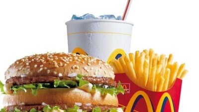 675324 - ¿Qué demonios llevan estos alimentos? Una mujer guarda una hamburguesa y unas patatas del McDonald's desde 1996 y este es su estado 24 años después