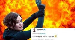 Enlace a NO es fake: un tuitero descubre la explicación de la imagen viral de Ayuso sosteniendo una pistola que ha sido utilizada para infinidad de memes, por @que_rule