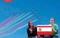 Enlace a El fail más viral del Día de la Hispanidad se convierte en un festival de banderas de España inventadas y memes