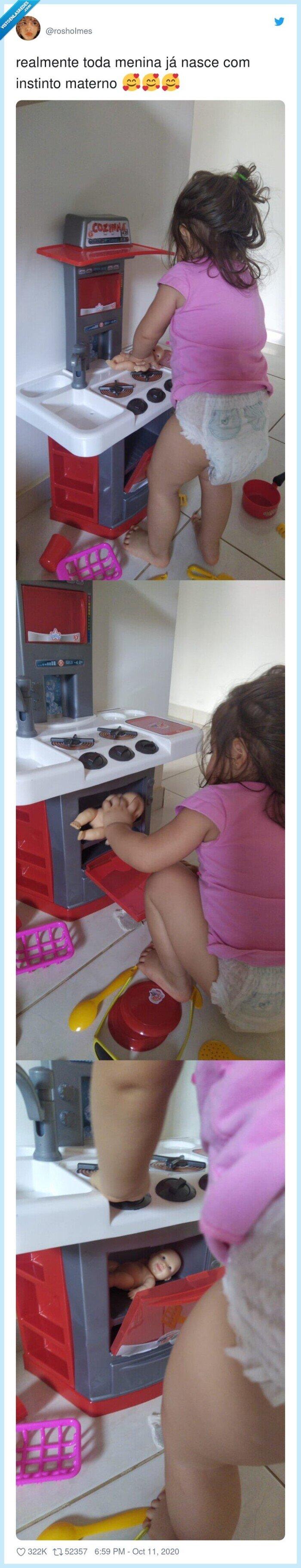 horno,instinto,materno,muñeco,niña