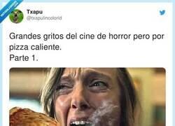 Enlace a Grandes gritos del cine de horror pero por pizza caliente, por @txapulincolorid
