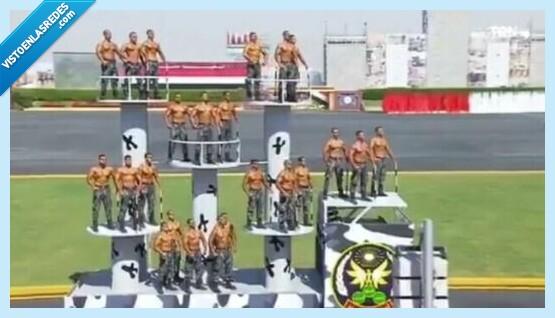716628 - Los vídeos de la graduación de los nuevos policías de Egipto lo está petando por parecer de todo menos una graduación de policía, por @niporwifi