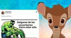 Enlace a La historia de un ciervo huérfano con un maniquí que ha destrozado el corazón de miles de tuiteros, por @5euros_