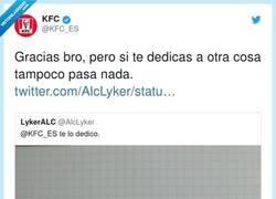 Enlace a El CM de KFC está totalmente desatado y queremos ser amigos suyos, por @KFC_ES
