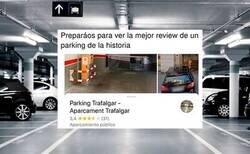 Enlace a  La review más surrealista de un parking con abuelo que se había quedado encerrado dentro que lo está petando en redes , por @ceciarmy