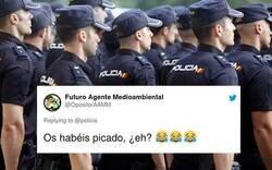 Enlace a La Policía Nacional se enfada con un usuario que les vacila en Twitter y le contestan muy picados