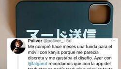 Enlace a Se compró esta funda para el móvil por lo discreta que es pero una frase en japonés le ha arruinado la jugada, por @poliver_