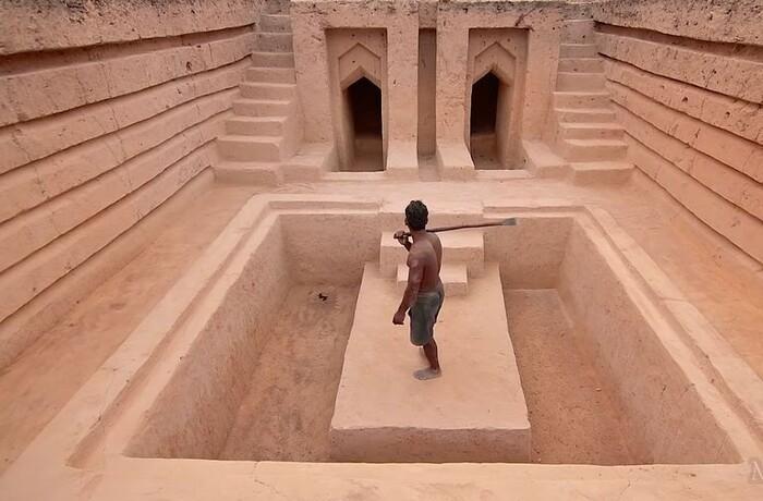 765674 - El misterioso 'youtuber' que es de lo más visto en España que se dedica a construir piscinas subterráneas en medio de la selva de la forma más primitiva