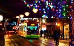 Enlace a Estas luces navideñas representan mejor imposible cómo de mierda ha sido este año  , por @phpeya