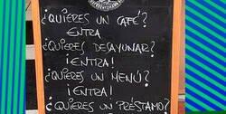 Enlace a Este bar de Oviedo hace que los días sean menos malos gracias a su ingenio y buen humor