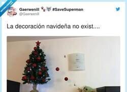 Enlace a Ya no se si lo está decorando o está robando las bolas, por @Gaerwenill