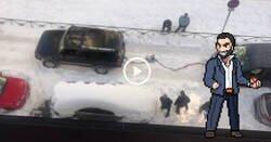 Enlace a Santiago Abascal remolcando con su coche a un repartidor de Amazon