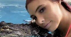 Enlace a La influencer Lele Pons criticada por bañarse con cocodrilos con la boca cerrada, por @angelitoespos