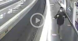 Enlace a Un policía fuera de servicio salva a un joven de ser arrollado por el metro en Madrid