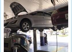 Enlace a Cuando vas a cambiar el aceite al coche y te dejas a tu hermano dentro, por @Arandhi