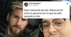 Enlace a Descubren que cuando alguien se hace una foto con Messi, el argentino copia su sonrisa  , por @alenrappaport