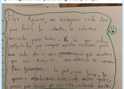 Enlace a El cartel visto en un colegio que lo peta en redes sociales: una original forma de hacer las paces, por @miquelroig