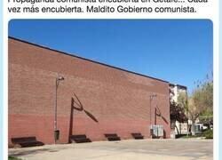 Enlace a Cachondeo con lo que sucede cuando le da el sol a este edificio de Getafe: mira bien la foto