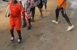 Enlace a Increíble el vídeo de estos niños entrenando a tenis, menuda técnica joder, por @rhernandezadn