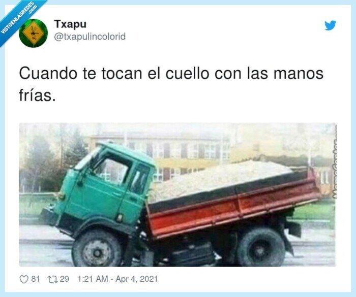 852481 - Esos escalofríos, por @txapulincolorid