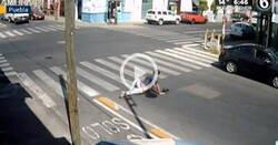 Enlace a Una infraestructura en un carril bici no para de provocar caídas a la gente, y están todos grabados