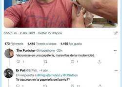 Enlace a Miguel Ángel Muñoz se graba vacunándose en EEUU y todo el mundo se fija en lo mismo