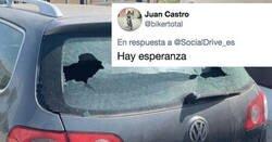 Enlace a Un niño rompe la luna trasera de un coche y la nota que deja al dueño hace reflexionar a todos, por @SocialDrive_es