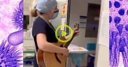 Enlace a El emotivo vídeo de una enfermera tocando la guitarra y cantando en la UCI: