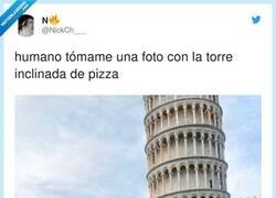 Enlace a ¿Torre de pizza?, por @NickCh___