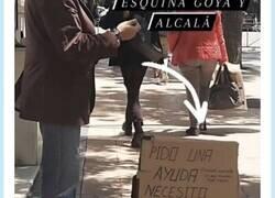 Enlace a Instagram sirve para algo, y si no que se lo digan a este hombre que buscaba curro en la calle en Madrid  , por @raqueltejero_