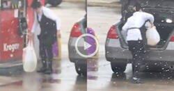 Enlace a Aunque te parezca increíble, sí, esta mujer se lleva gasolina en una bolsa de plástico