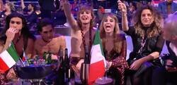 Enlace a El cantante de Italia da la vuelta al mundo por meterse algo sospechoso en pleno directo de Eurovision