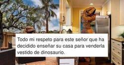 Enlace a Este buen hombre ha decidido enseñar su casa a la venta disfrazado de dinosaurio, por @ClapForMarta