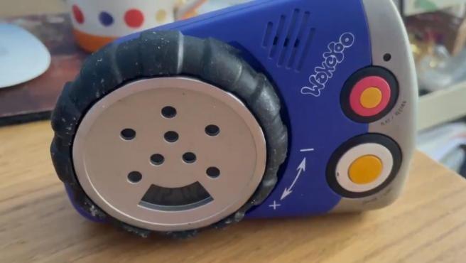 897281 - Encuentra un reloj despertador que contenía la única grabación de la voz de su difunta madre para que fuera a la universidad