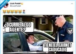 Enlace a Pocas bromas con la poli, por @LluisPodall