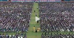 Enlace a Wuhan celebra una ceremonia masiva de graduación sin mascarillas ni distancia social y la verdad es que da envidia