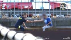 Enlace a Antonio, el bombero de Sevilla que se ha ganado el corazón de España por lo que ves en la foto