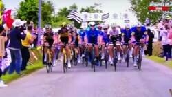 Enlace a Y con ustedes ¡El aficionado tonto del año! Provocando una caída masiva en el Tour de Francia