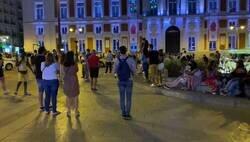 Enlace a La gente indignada por lo que pasó en la Puerta del Sol con el fin de las mascarillas