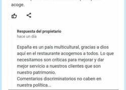 Enlace a El propio restaurante le pone en su sitio tras esta reseña racista, por @soycamarero