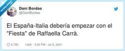 Enlace a Homenaje a Raffaella Carrá al comienzo del encuentro Italia-España