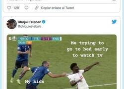 Enlace a El agarrón de Chiellini a Saka en la final de la Eurocopa ha dado de sí para muchos memes