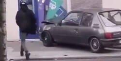 Enlace a Intentan derribar un cajero automático y destruyen su propio coche