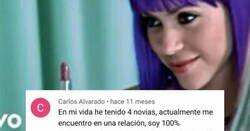 Enlace a Cuando escuchar una canción de Shakira te rompe todos los esquemas, por @CapturasDeYT
