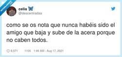 Enlace a O el que se queda desplazado porque sois impares, por @descentradaa