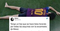 Enlace a Comparte fotos de su hijo, que se fotografía con la excamiseta de Messi y llorando por las esquinas , por @nyconene