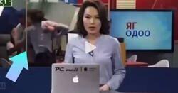 Enlace a La tremenda pelea entre dos trabajadores se cuela en directo detrás de la presentadora de las noticias: