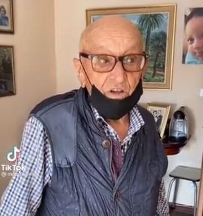 976623 - Un abuelo de 101 en perfecto estado de forma conquista a todo el mundo explicando la curiosa dificultad que tiene para renovarse el carnet de conducir, por @doloresojeda1