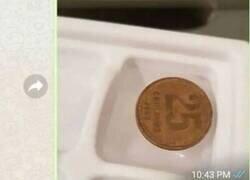 Enlace a Este tío se queda con todo el mundo explicando por qué deberíamos tener una moneda en la nevera, por @google_bizarro